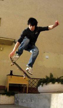 Скейтбордист в полете