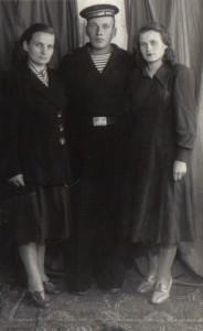 Анна Михайловна с братом и старшей сестрой