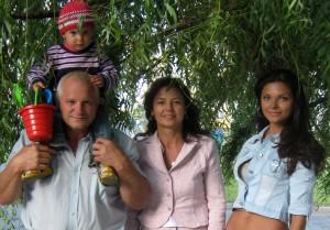 Анжеликины родители и сестра со своим сыном.