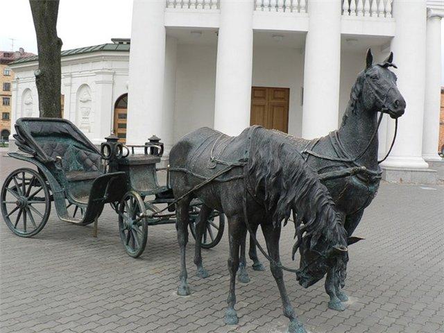 Лошади у ратуши в Минске