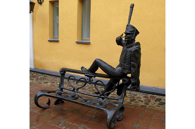 Скульптура Гусар у Музея истории Минска в Минске