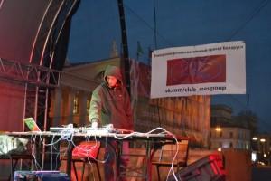 Ди-джей Паша играет на Октябрьской площади