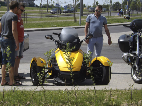 Bombardier Recreational Products (BRP) Can-Am Spyder(2)