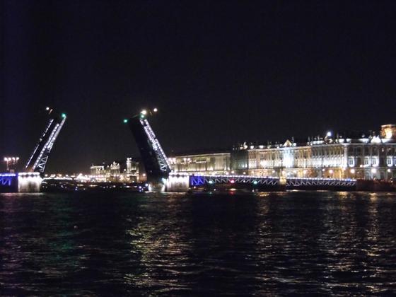 Позже зеленые огни дают зеленый свет кораблям
