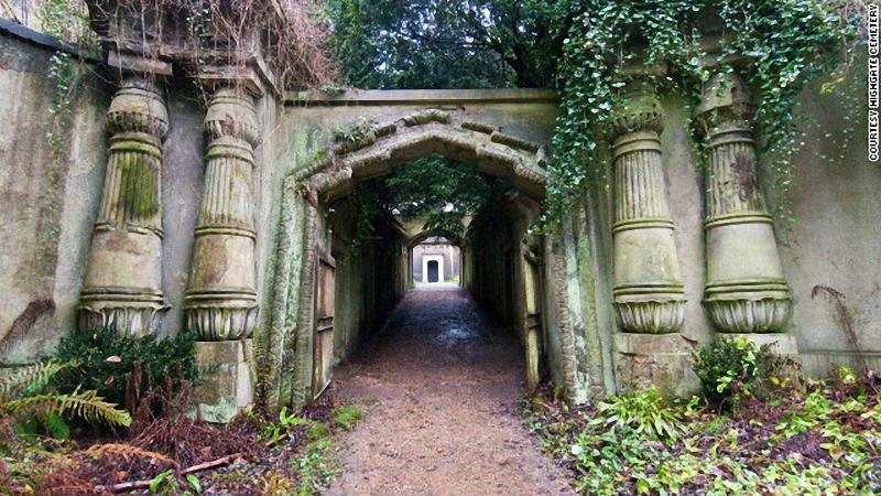 Highgate-Cemetery015