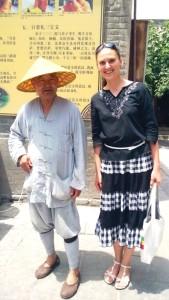 с кайфынским  старичком, на территории буддийского храма