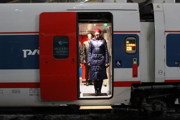 Проводник нового поезда
