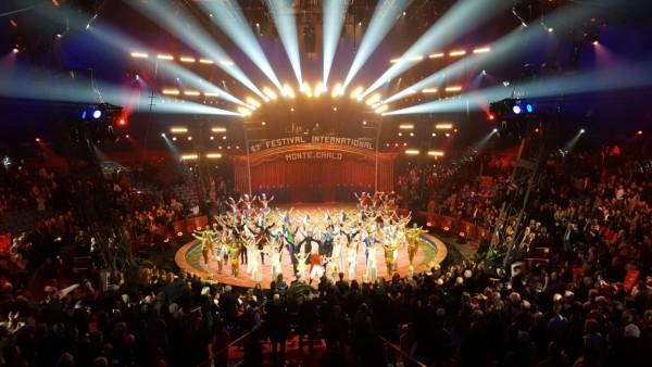 Цирк братьев Запашных успешно выступает на фестивале в Монте-Карло