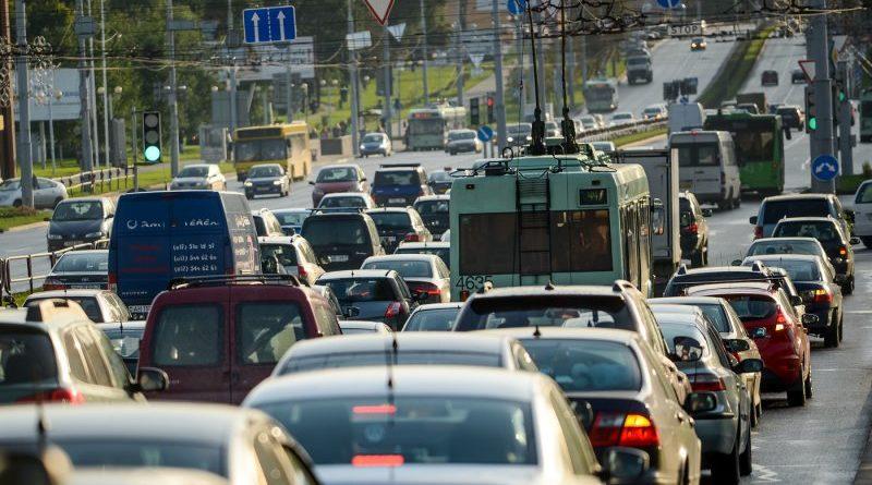 Это видео объяснит, почему опаздывает по утрам общественный транспорт с а/с «Дружная»