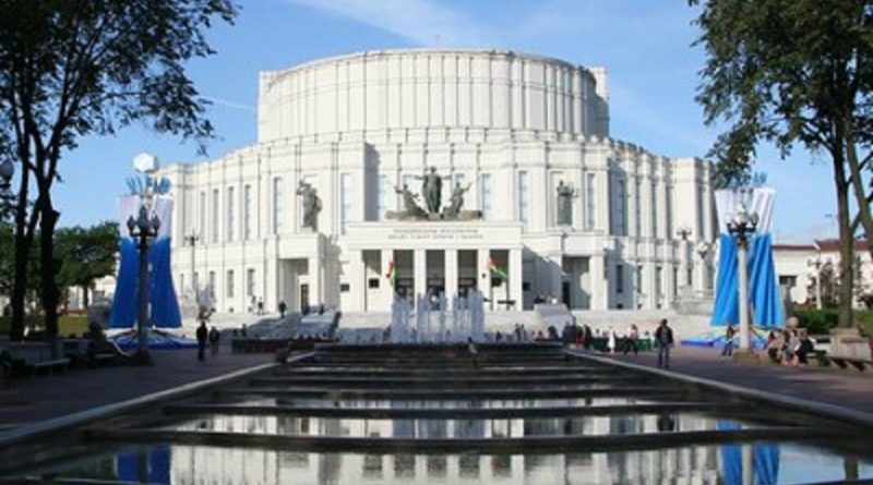 Сделай селфи на фоне Большого театра оперы и балета и сходи на ближайший спектакль совершенно бесплатно!