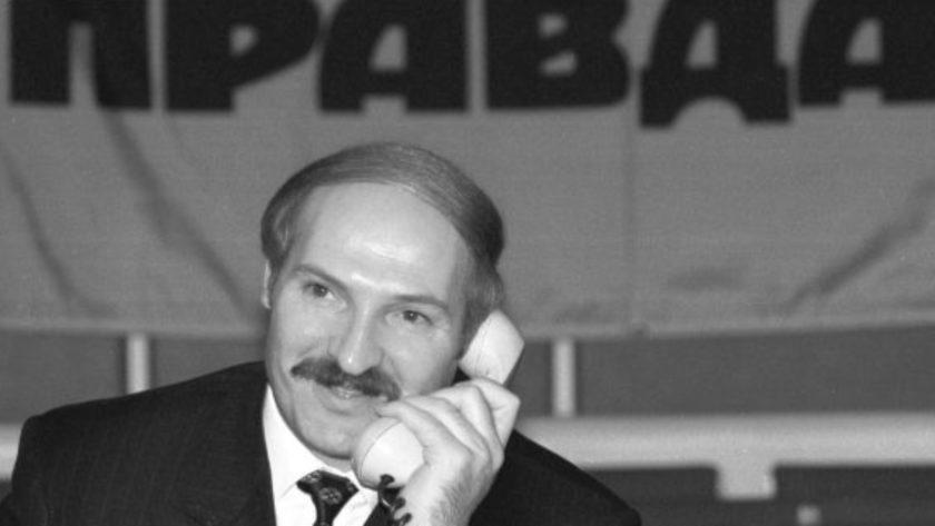 Александр Лукашенко с телефоном