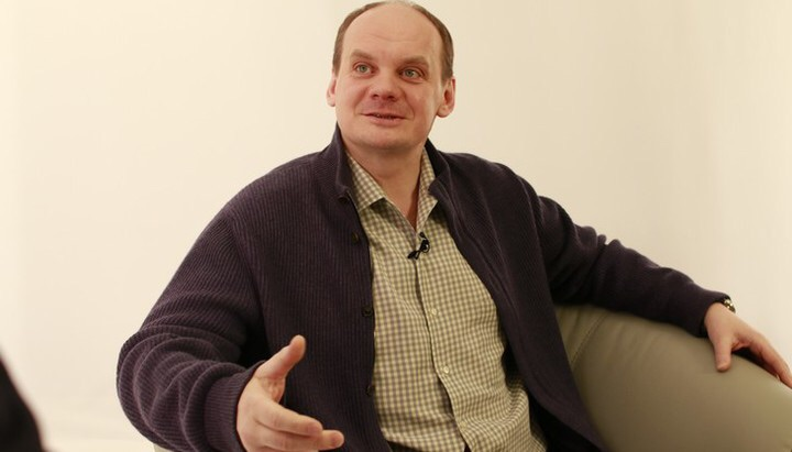 Дмитрий Ерёмин разговаривает