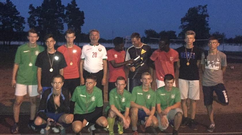 Футболисты в деревне Бабуничи